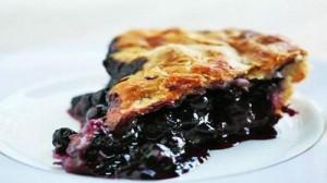 Торт с черной смородиной и яблоками – десерт быстрого приготовления
