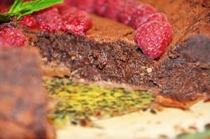 Шоколадный торт с малиной со вкусом ириса-шаг 1