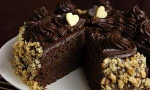 Шоколадный торт с кремом из сгущенного молока