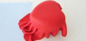 Торт из мастики Клубника – мастер-класс-шаг 9