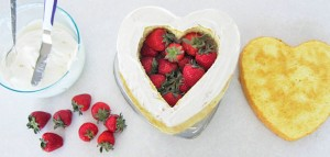 Торт из мастики Клубника – мастер-класс-шаг 5