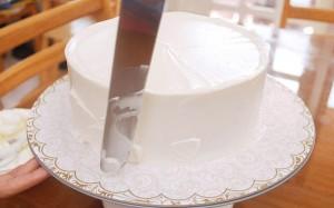 Красивый свадебный торт. Как украсить свадебный торт-шаг 2