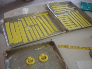 Торт Шкатулка – мастер-класс. Как украсить торт мастикой-шаг 4