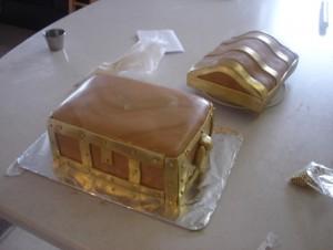 Торт Шкатулка – мастер-класс. Как украсить торт мастикой-шаг 12