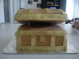 Торт Шкатулка – мастер-класс. Как украсить торт мастикой-шаг 13