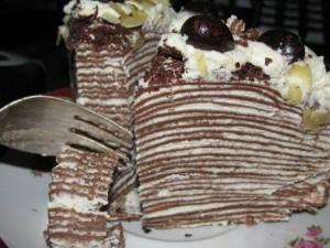 Шоколадный блинный торт со сливочным кремом