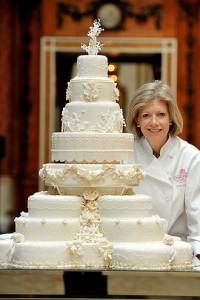 Королевская глазурь – как украсить многоярусный торт. Видео