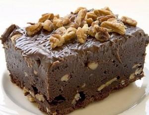 Шоколадный торт Брауни с орехами