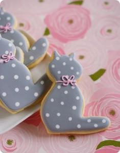 Как украсить печенье в домашних условиях. Печенье–коты, видео-шаг 1