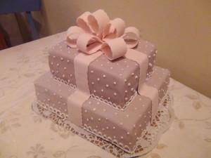 Торт из мастики Подарок – видео-шаг 3