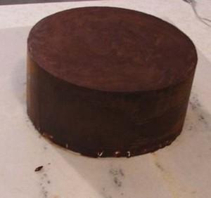Торт-подарок из мастики. Мастер-класс по украшению торта-шаг 1
