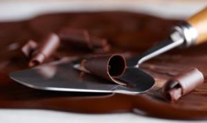Как можно легко сделать шоколадную стружку