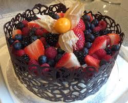 Украшения из шоколада – кружева. Сделайте десерт, достойный королевы! Видео-шаг 1
