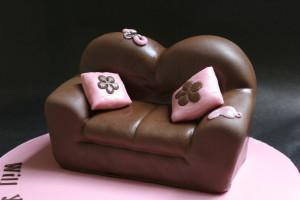 Диван из мастики. Как необычно украсить торт – видео-рецепт