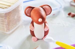 Животные из мастики. Как сделать мышку из мастики – мастер-класс-шаг 7