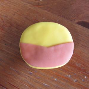 Как украсить детский торт для мальчика. Росомаха из мастики – мастер-класс-шаг 1