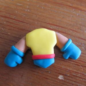 Как украсить детский торт для мальчика. Росомаха из мастики – мастер-класс-шаг 2