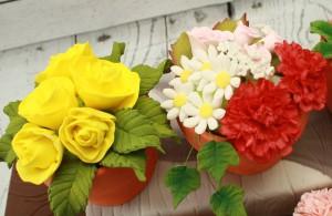 Торт, украшенный цветами – идеи-шаг 3