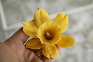 Цветы из мастики – нарцисс. Видео-рецепт-шаг 1