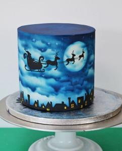 Торт из мастики Ночь перед Рождеством. Мастер-класс-шаг 7